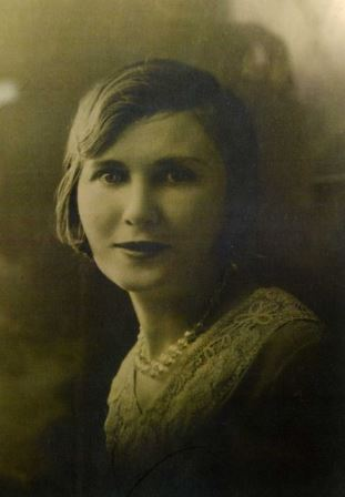 Goldie Steinberg, as a younger woman